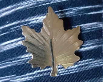 Gold Maple Leaf Brooch, gold leaf pin, fall brooch, scarf holder, vintage brooch, Canada Day