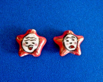 "2 Older Red Stars with Faces Hand Painted Porcelain Ceramic Beads 2 Sided Vertical Holes 5/8 ""  New"