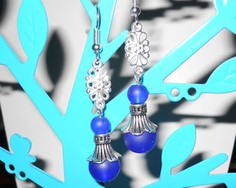 Earrings trumpets and filigree Royal Blue beads