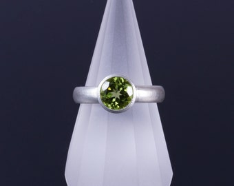 Peridot 7mm Round Bezel Sterling Silver Comfort Fit Ring