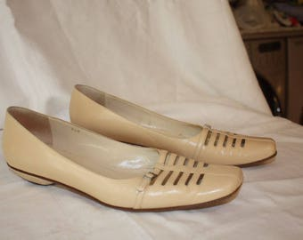 Stylish Cream JoAn David size 10 M flat shoes