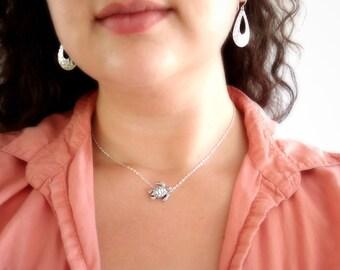 Silver Sea Turtle Necklace, Small Silver Turtle Necklace, Silver Choker Neckace, Short Animal Charm Necklace, Dainty Silver Necklace