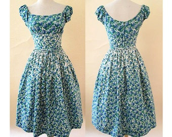 Adorable 1950's Cotton Border print Sundress with shelf bust, Rhinestones and  matching belt rockabilly size Medium/Small