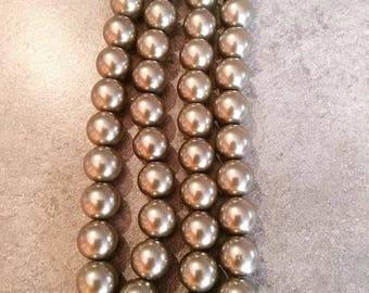 10 mm/10 Pearly gray khaki 10 mm glass beads