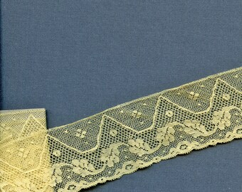 """Lot of 2 1/2 Yards Antique Pale Butter Yellow Border Lace 2"""" wide Vintage Cotton Yardage 5646"""