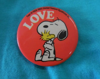 80s Snoopy LOVE Pin Back Button Peanuts vintage
