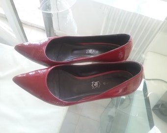 Vintage red patent leather with a small heel size 39 André shoes