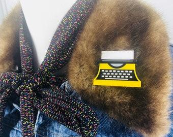 Typewriter, perspex jewellery, perspex jewlery, brooch, pins, perspex brooch