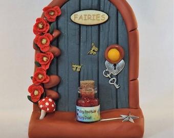 Pretty Fairy Door with Poppies - FS957