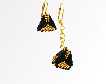 Mismatched Earings, Art Deco Bead Earings, Pyramid Earings, Asymmetric Earings, Geometric Earrings,Black and Gold Earrings,Beadwoven Earings
