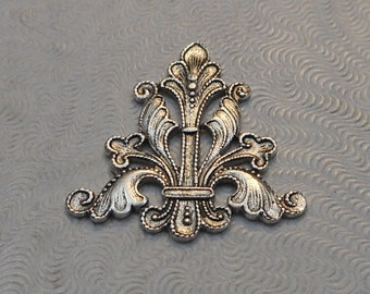 LuxeOrnaments Antiqued Sterling Silver Plated Brass Filigree Focal 24x23mm (Qty 1) F-A6460-S