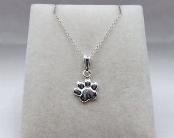 925 Sterling Silver Paw Print Charm Pendant & Chain Necklace.