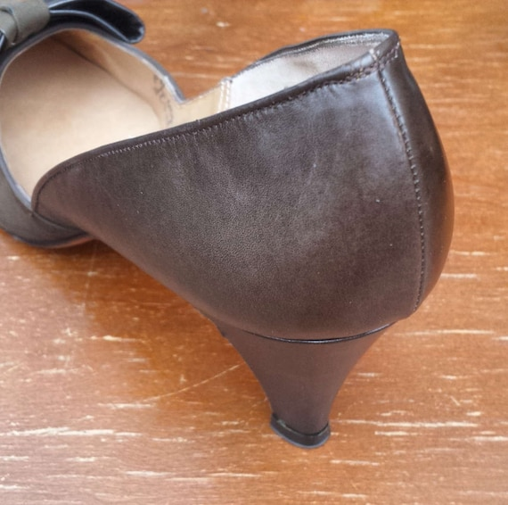 Never dark 1960's Women's 1 pumps worn and Caprini olive brown size bow 8 2 r4qrw6xv