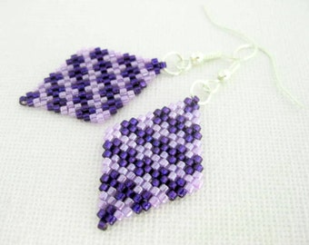 Peyote Earrings / Peyote Houndstooth Earrings / Beaded Earrings in Purple and Violet / Sterling Silver Earrings / Seed Bead Earrings /
