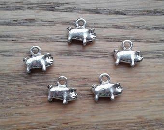 Pig Charms, Antique Silver Toned Pig Piglet Charms Pendants x 5    (H-4)