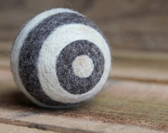 felted wool ball - circle stripes