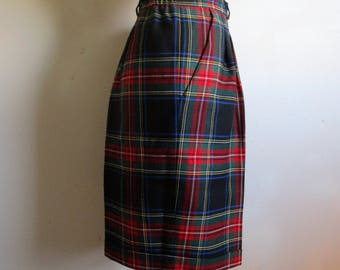 Vintage 1980s Wool Shorts Red Green Plaid Tartan Cuff 80s Plus Size Dress Shorts 16US