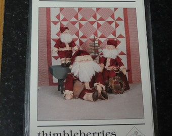 THIMBLEBERRIES JL-8022 Santa Time Three Sizes of Santas and Quilt