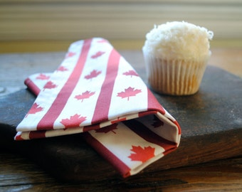 Canada Day Napkins Set of 4- Cloth Napkins in Vintage Maple Leaf Red and White- Table Napkins - Kitchen Decor - Food Napkins