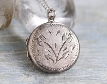 Round Locket Necklace - Sterling Silver Art Nouveau Photo Locket - Vintage Keepsake Photo Pendant on Chain