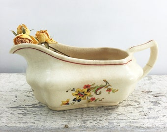 Beautiful Unmarked Vintage Gravy Boat