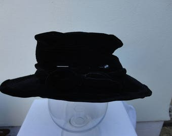 Vintage black velour soft hat.