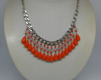 Short necklace with orange crystals and chain length 46 cm clasp closure