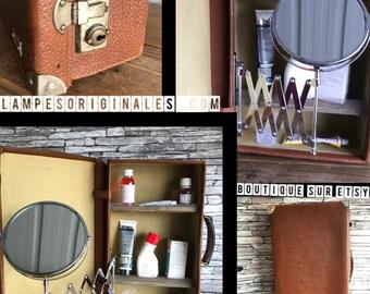 lampesoriginales.com presents the toilet or medicine cabinet
