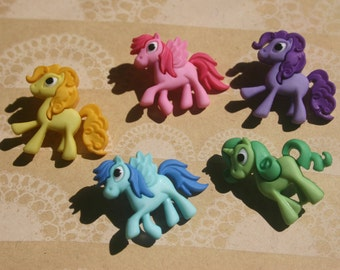 """Pony Shank Buttons - 5 Colorful Horse Horses Horsey Sewing Button - 7/8"""" Tall 1"""" Wide - Pretty Ponies"""