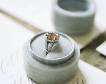Velvet ring box - vintage style - light grey