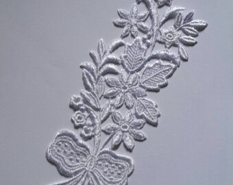 1 31 cm X 8 cm white Venice guipure lace applique