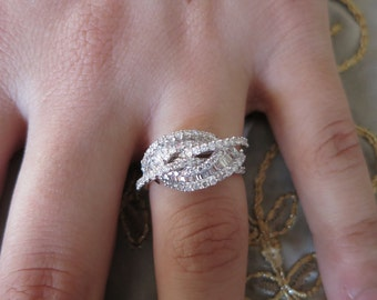 18K white gold Baguettes & round diamonds ring