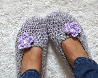 Non Slip Coating,Extra Thick Simply Crochet Slippers in Gray/ Lavender Color with Flower, Adult Crochet Slippers,Adult Slippers