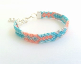 Friendship Bracelet in Pastels.