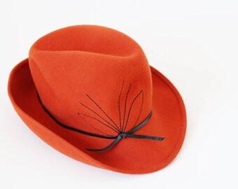 vintage Hut, Cap, Hat, Wollhut, Kopfbedeckung, rostrot mit schwarzer Schleife