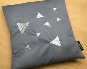 Pillow with slip lock TRIANGLE