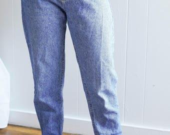 Vintage High Waisted Mom Jeans / 90s Lee High Rise Jeans / Vintage Women's High Waisted Cut Offs / Medium Wash Vintage 90s Jeans Size 27