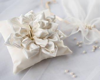 Beautiful ring pillow/Handmade ivory silk satin ring pillow/Beautiful wedding/Ring bearer pillow/Ring Cushion/Wedding gift/romantic style