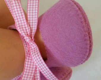 Dusty pink woolfelt baby shoes