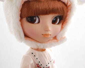 Pullip animal hat with fur chin strap - cream sheep