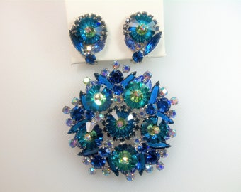 Beautiful Juliana D&E Book Set Blue Margarita and Blue Rhinestone Silver Tone Pin Brooch and Matching Clip Earrings Delizza and Elster