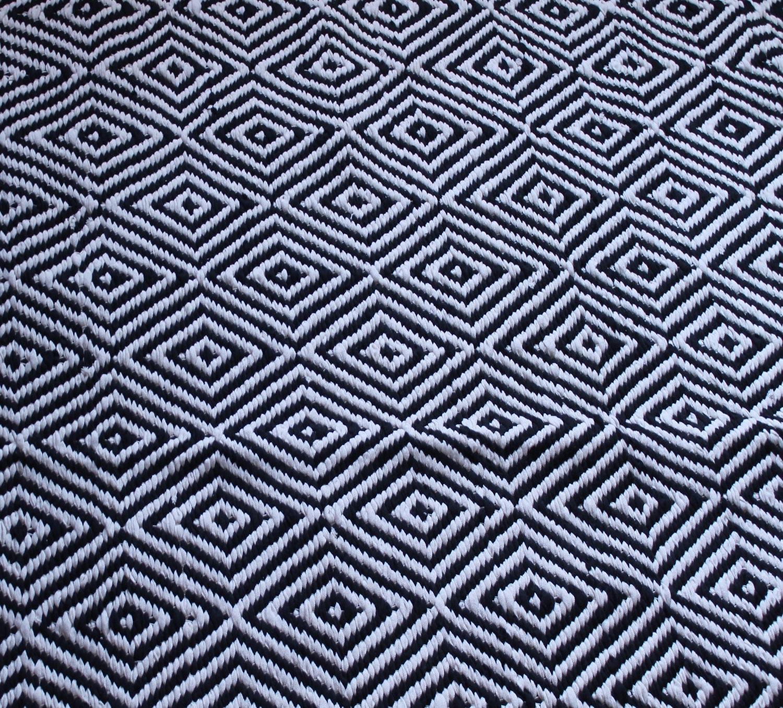 black and white area rug 5x7 ft scandinavian style rug area. Black Bedroom Furniture Sets. Home Design Ideas