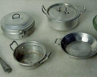 set of vintage 30s/50s Germann dolls kitchen accessories