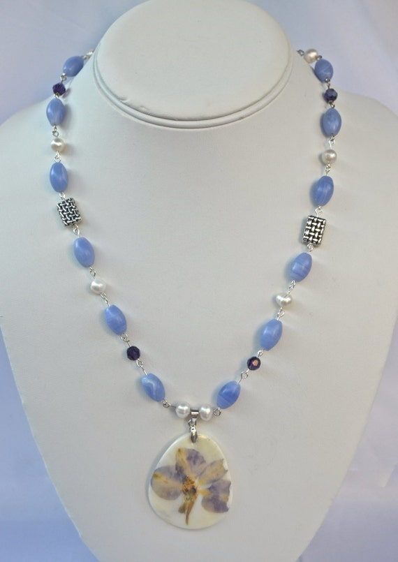 "19"" Blue Lace Agate Necklace with Flower Pendant"