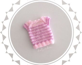 Handknitted pink top for blythe doll