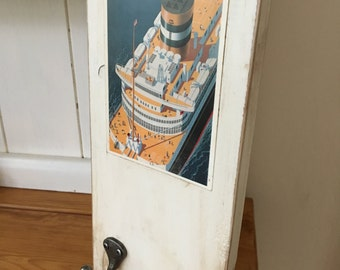 Rustic Wooden Wall Sign With Cast Iron Hooks •  Retro / Vintage Advertising • Nieuw Amsterdam