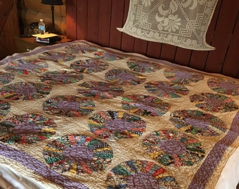 no. 5002 vintage dresden plate quilt in creams and purples