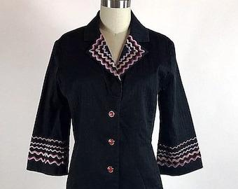 Vintage 1990er Jahren XS Bob Mackie Wearable Art schwarz bestickt Taste Up Top Bluse