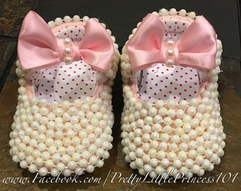 Minnie Mouse shoes with pearls