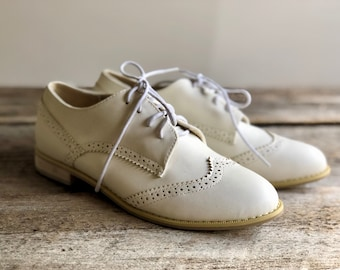 Womens OXFORD SHOES Wing Tips Flat Shoes Saddle Shoes Brogues Leather Shoes White Leather Shoes Oxfords Lace Up Shoes 80s Shoes Size 7.5  38